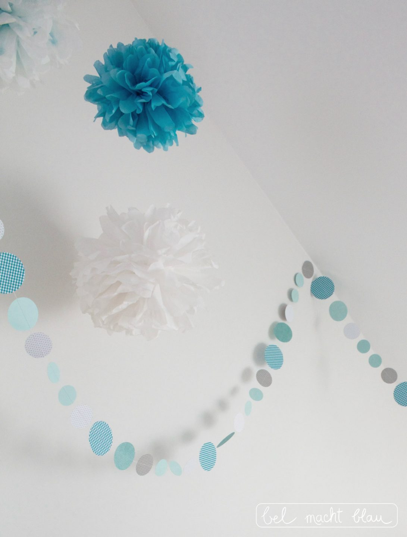 Kreisgirlande und Pompoms in mint und türkis