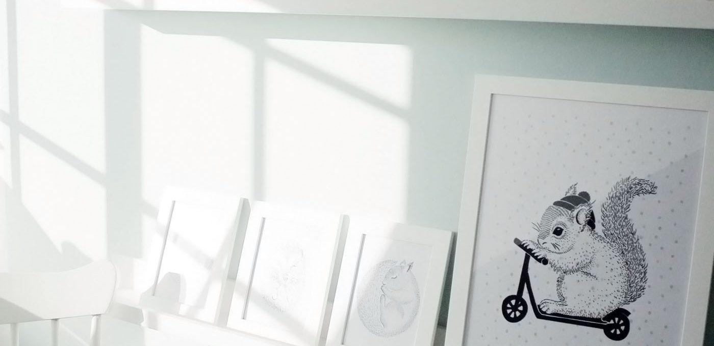 Babyzimmer Bilderleiste weiß und mint