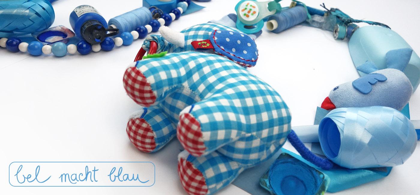 Sachensucher-Collage aus blauen Gegenständen