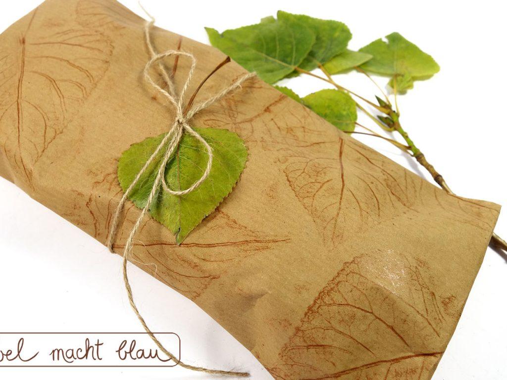 DIY - Anleitung - Blättergeschenkpapier / Herbstliches Geschenkpapier selbermachen