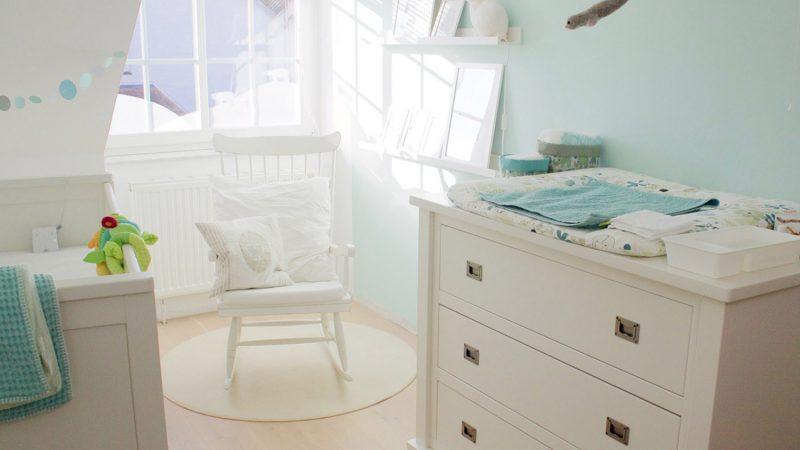 Einblick ins Babyzimmer - helle Farben und Minttöne