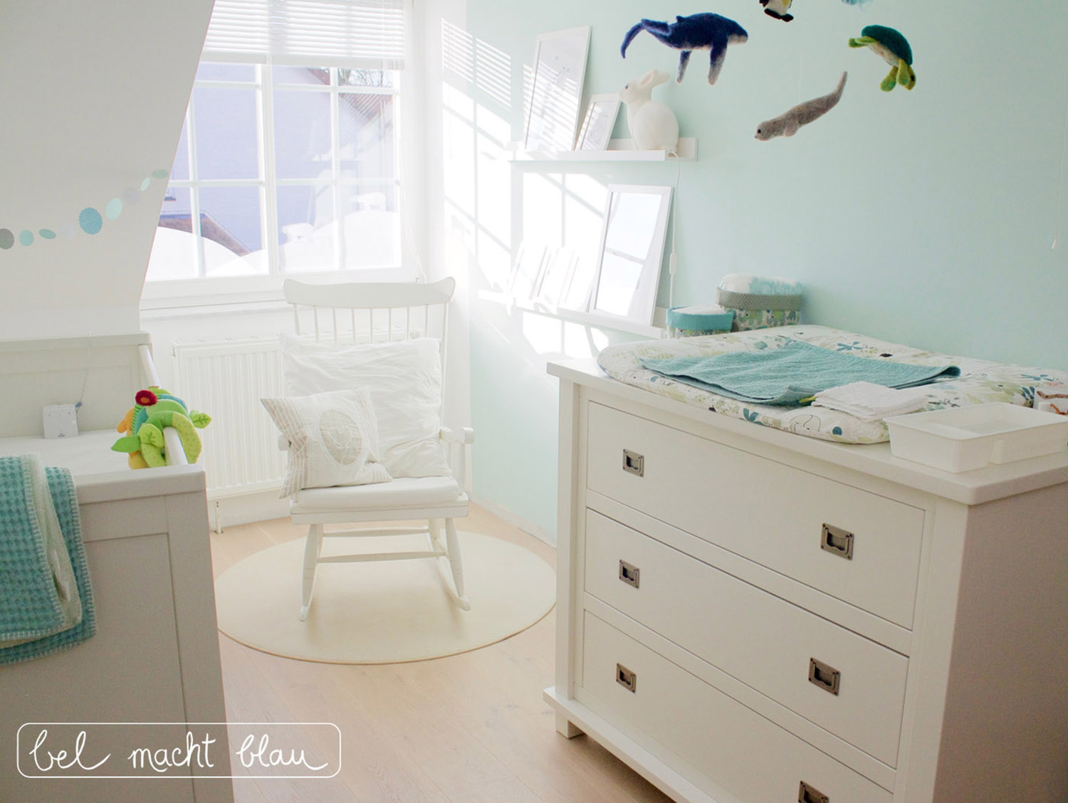 babyzimmer mint 1 logo bel macht blau. Black Bedroom Furniture Sets. Home Design Ideas