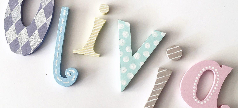 selbstgemachte Holzbuchstaben für die Kinderzimmertür