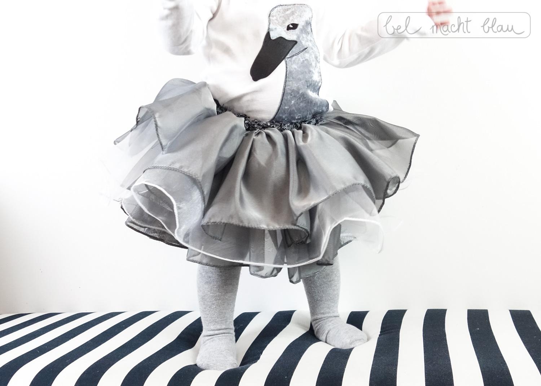 schwan kost m kleinkinderkost m f r fasching selber n hen bel macht blau. Black Bedroom Furniture Sets. Home Design Ideas