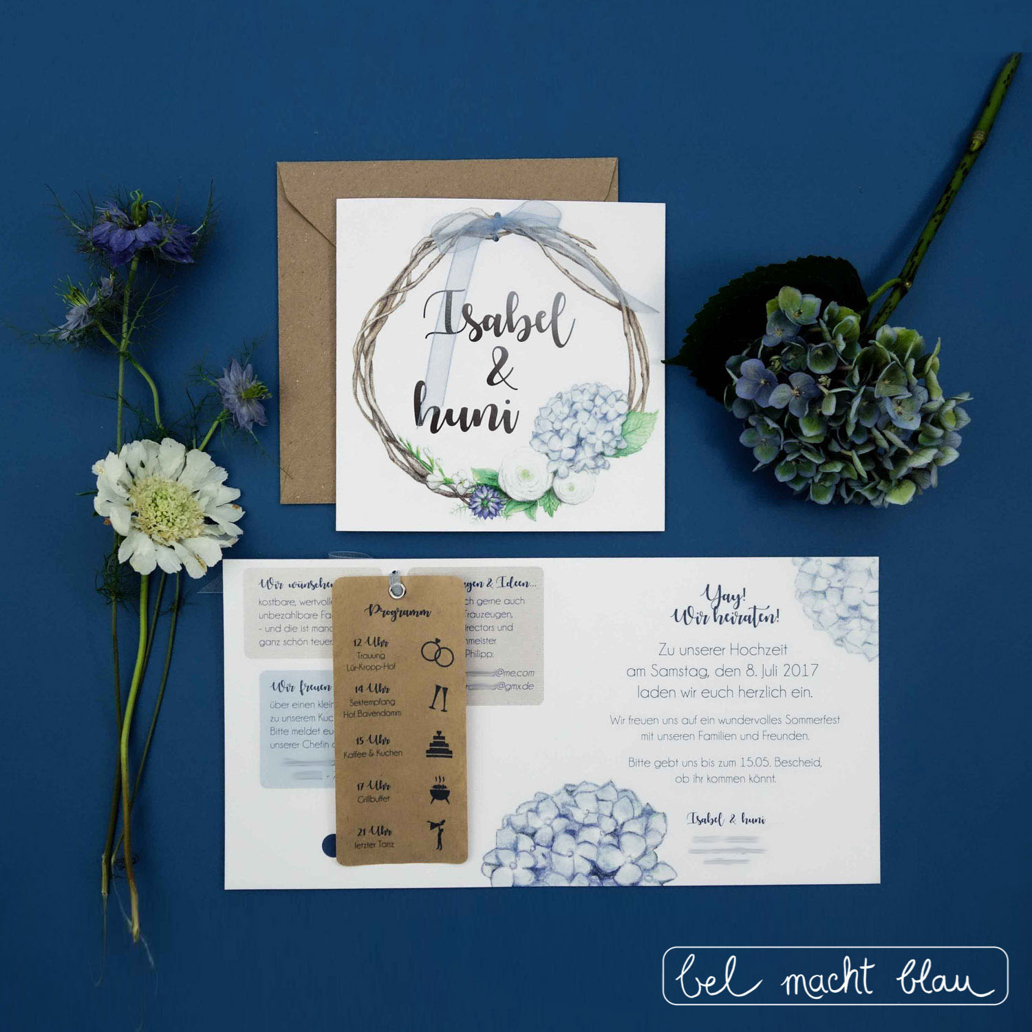 Einladungskarten zur Hochzeit // Hortensien-Hochzeitspapeterie für unsere Familienhochzeit // Illustrationen von Isabel Dehmel // wedding invitation // blue hydrangea