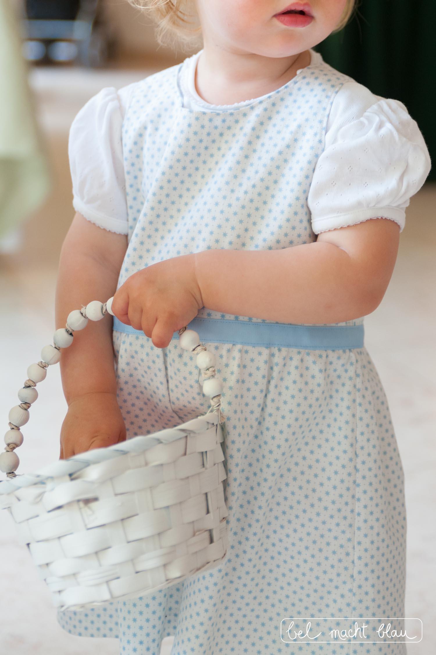 Mädchenkleid nähen für die Blumenkinder // Familienhochzeit // Hochzeitsinspiration // Knoopkleed von Groeny