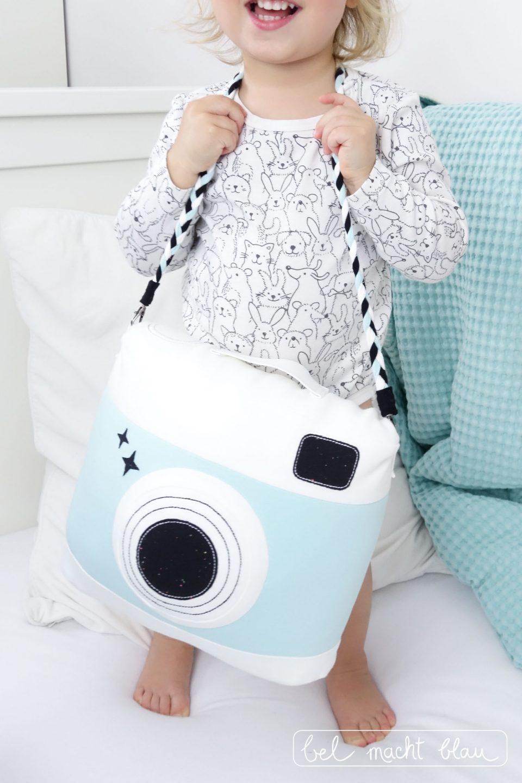 Kuscheliges Kamera Kissen selber nähen - Schnittmuster von DIY-Stoffe.de - mintgrün