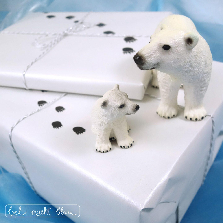 Eisbären-Geburtstag: Verpackungsidee Tierspuren im Schnee