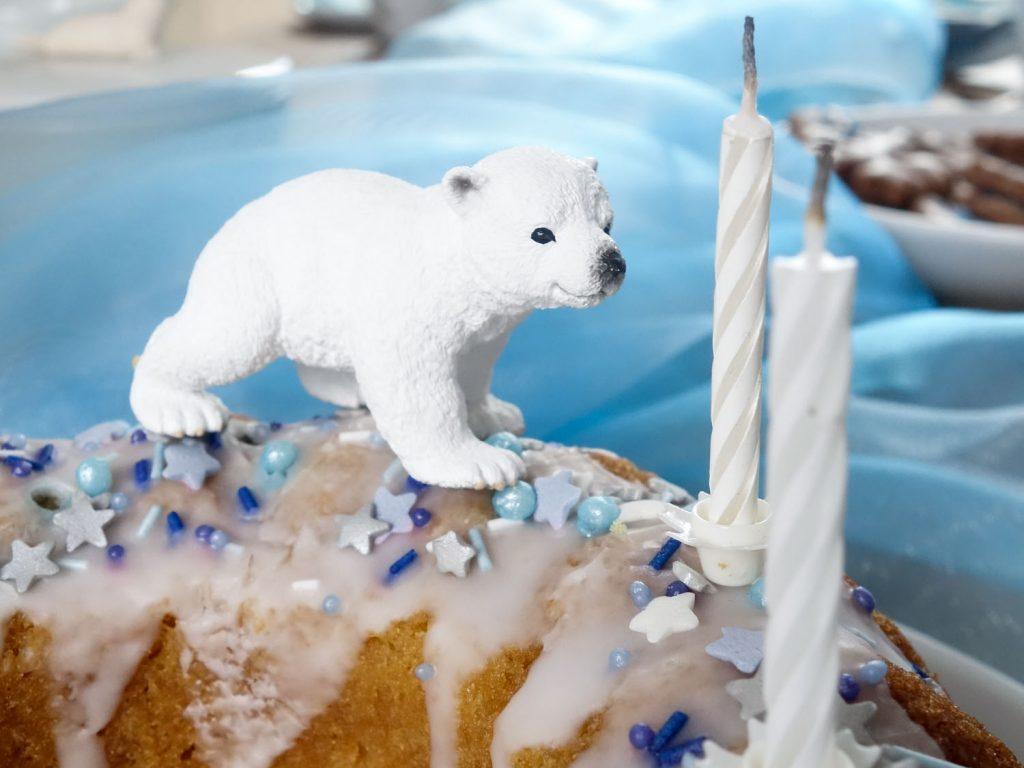 Eisbären-Geburtstag: kleiner Geburtstagskuchen mit Eisbär