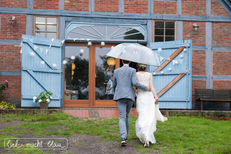 Pompomgirlanden selbermachen - vier tolle DIY-Ideen für Hochzeitsgirlanden