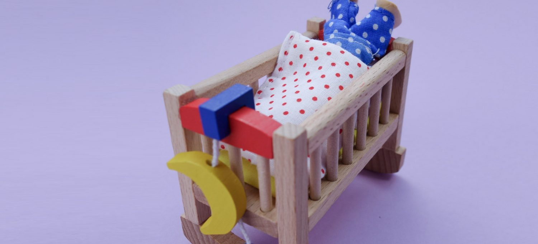 Mathe für Mamas: Mit Versteckspielen Sprache und Mathe fördern (Präpositionen/Raum-Lage)