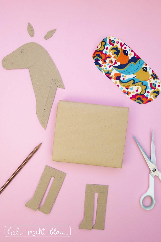 Pferde-Geschenkverpackung basteln: DIY-Anleitung mit Bastelvorlage, Verpackungsidee für den Kindergeburtstag