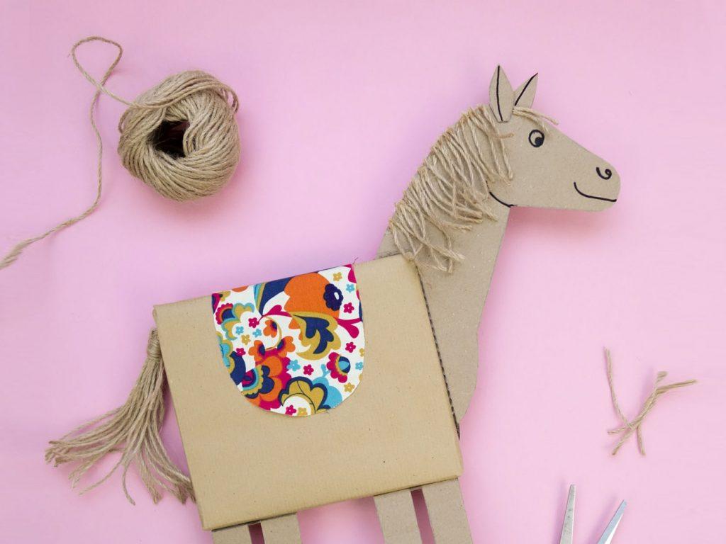 DIY Pferde-Geschenkverpackung: Bastelanleitung mit Vorlage, Verpackungsidee für Kindergeburtstag