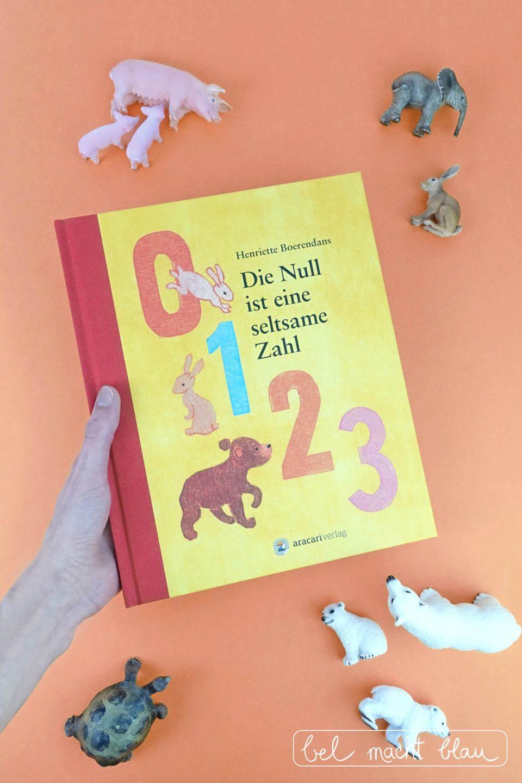 Bilderbuchtipp: Die Null ist eine seltsame Zahl von Henriette Boerendans (aracari Verlag) - Mathe für Mamas - Zählen lernen