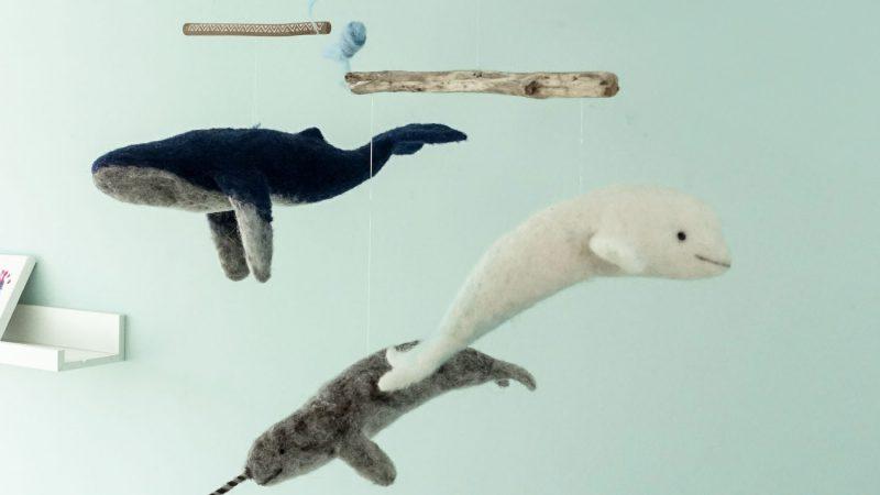Wal-Mobile über der Wickelkommode / Nadelfilzen / Wale aus Filz
